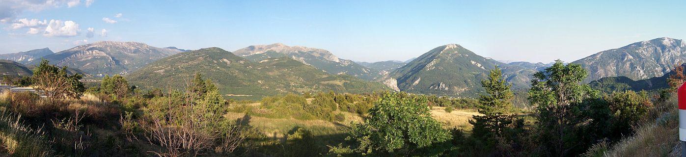 Zicht op Castellane vanaf de Route Napoleon