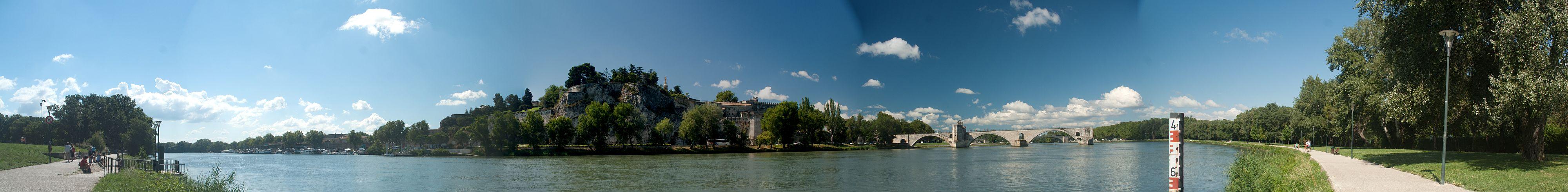 Avignon gezien vanaf de overkant van de Rhone